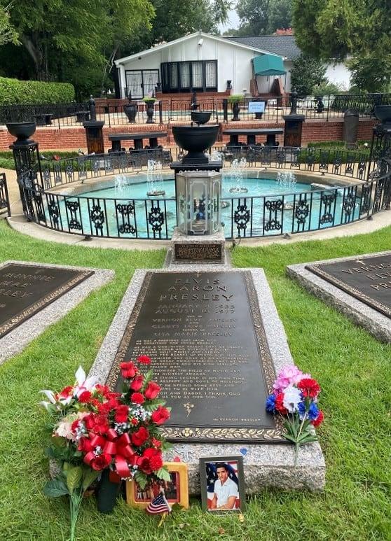 Elvis Grave