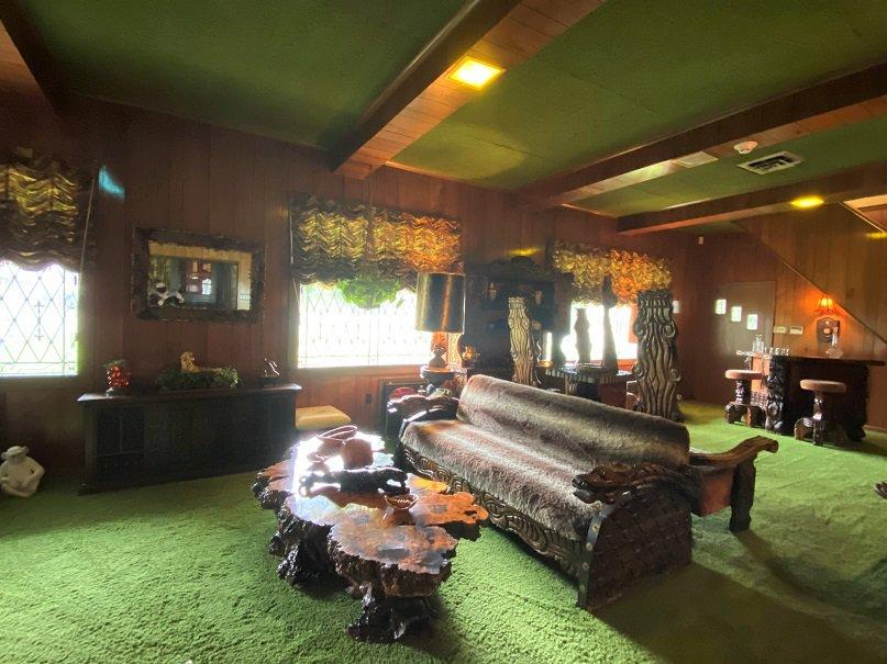 Visit Graceland Jungle Room