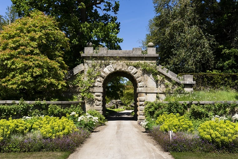 archway-to-the-maze-looking-back-to-the-rockery